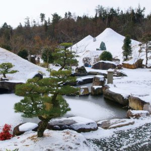 雪をかぶった三重の山