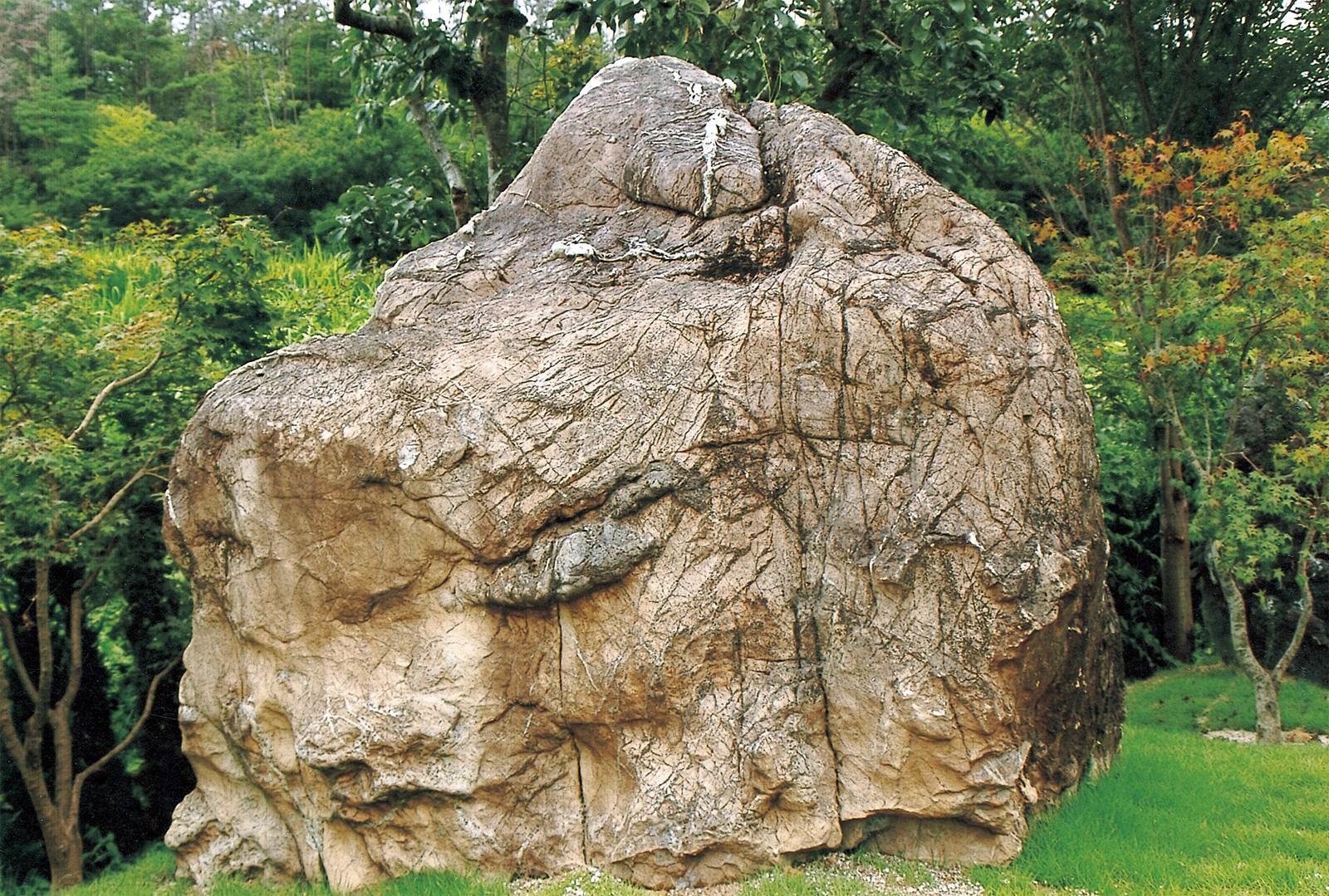大公石 重量18トン