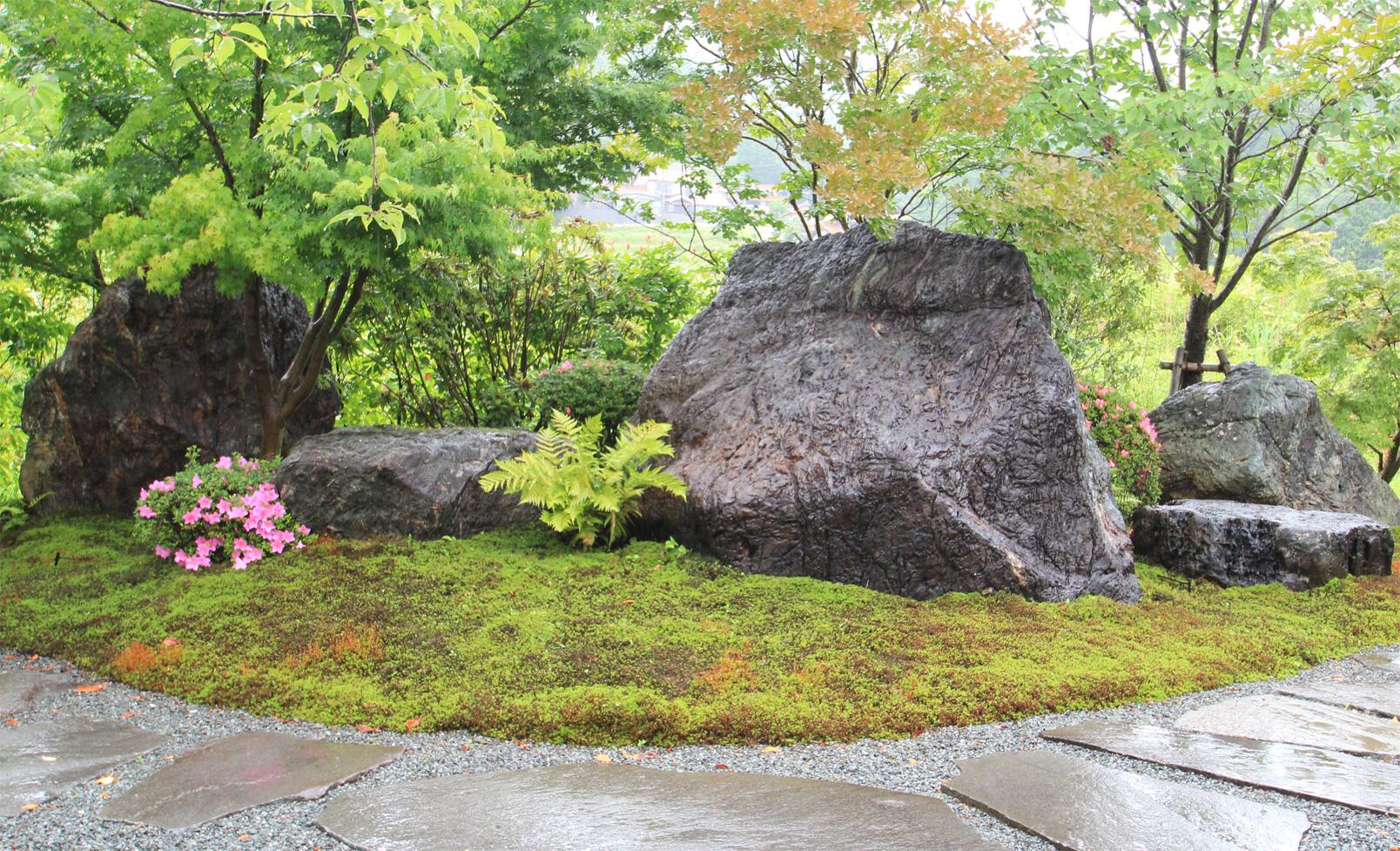 砂谷石組石(東屋西側)