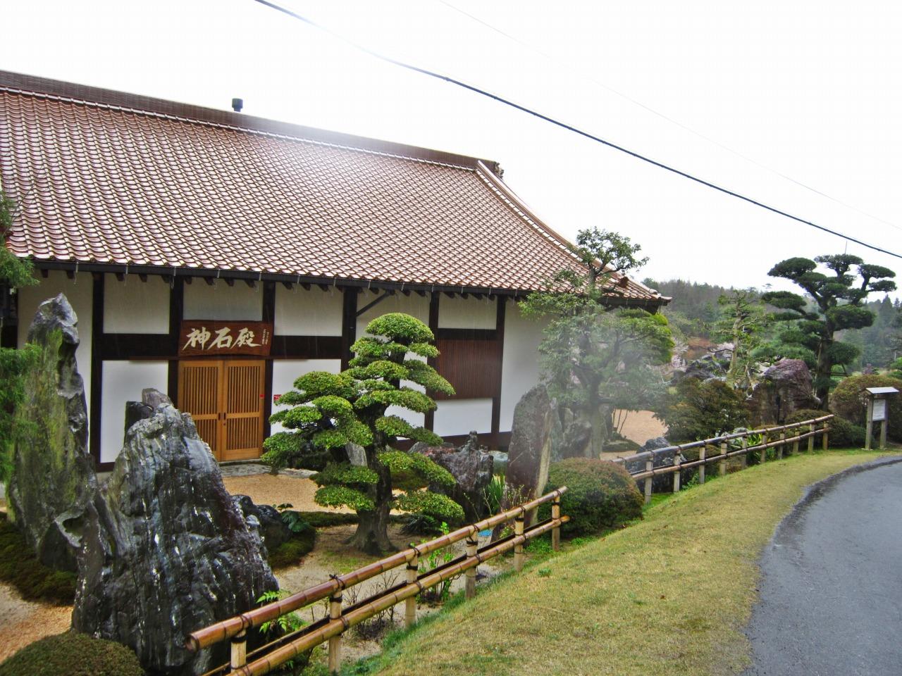 入口ー神石殿
